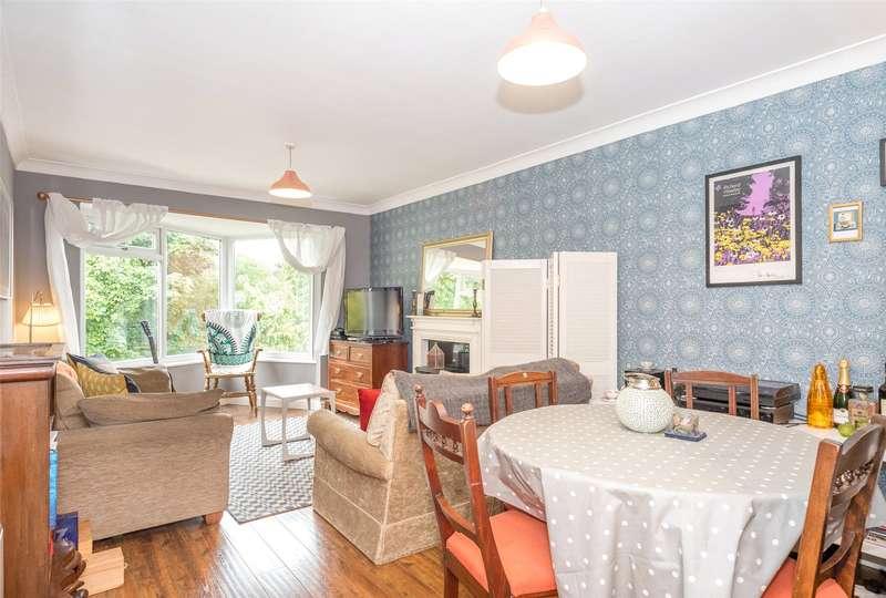 2 Bedrooms Flat for sale in Moorfields, Scott Hall Road, Leeds, West Yorkshire, LS17