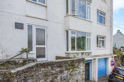 2 Bedrooms Flat for sale in Barbican Hill, Looe, Cornwall