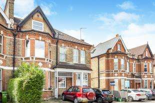 2 Bedrooms Flat for sale in Manor Road, Beckenham, Kent, Uk