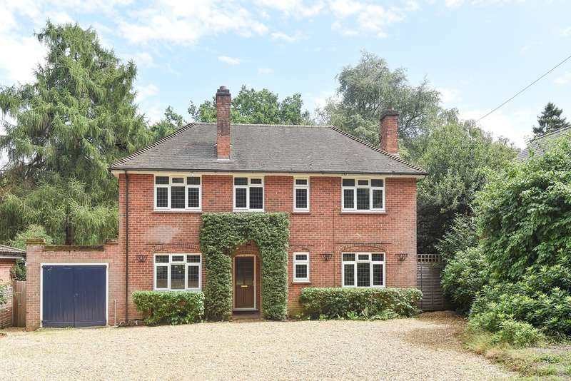 4 Bedrooms Detached House for sale in Wokingham Road, Crowthorne, RG45