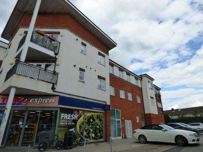 2 Bedrooms Flat for sale in Abingdon Court, High Street, Waltham Cross, Hertfordshire