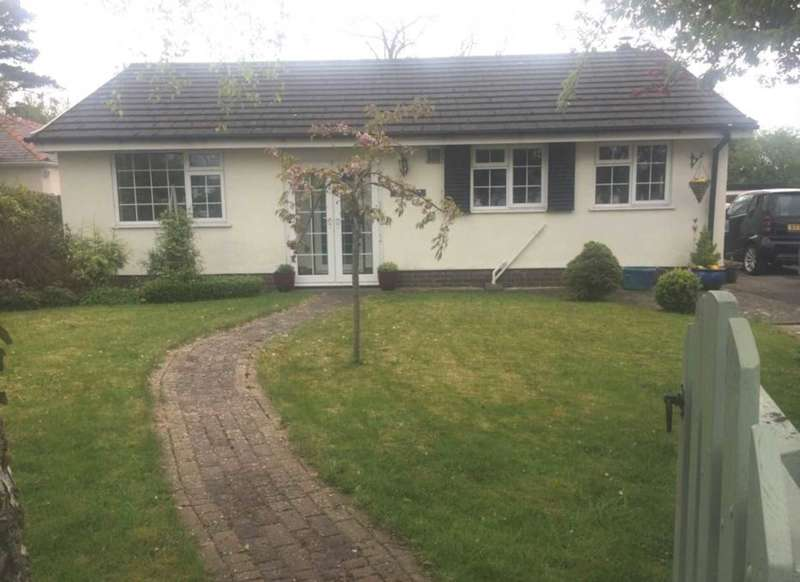 2 Bedrooms Bungalow for sale in Ffordd Walwen, Lixwm, Flintshire. CH8 8LW