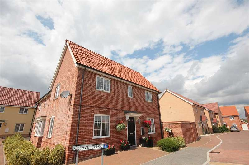 3 Bedrooms Semi Detached House for sale in Cleave Close, Clacton-On-Sea