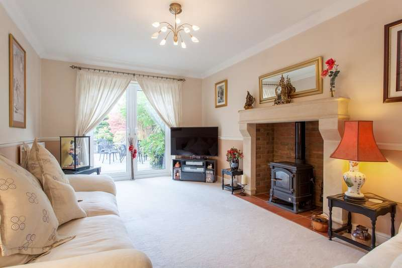 4 Bedrooms Detached House for sale in Ash Grove, Bradfield, Reading, RG7