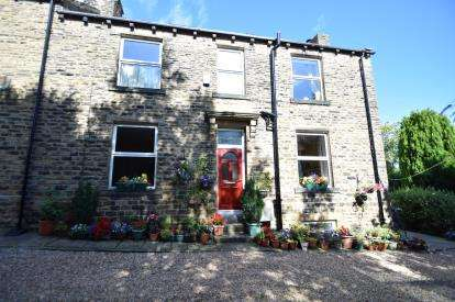 2 Bedrooms End Of Terrace House for sale in East View, Fartown, Pudsey, West Yorkshire