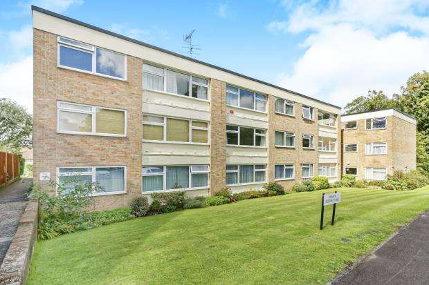 2 Bedrooms Maisonette Flat for sale in Leatherhead, Surrey
