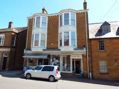 2 Bedrooms Flat for sale in South Petherton, Somerset