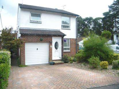 4 Bedrooms Detached House for sale in Creekmoor, Poole, Dorset