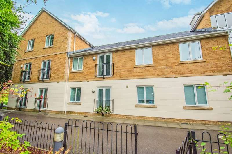 2 Bedrooms Ground Flat for sale in Craig Yr Haul Drive, Castleton, Cardiff