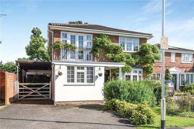 4 Bedrooms Detached House for sale in St. Marys Road, Sindlesham, Wokingham
