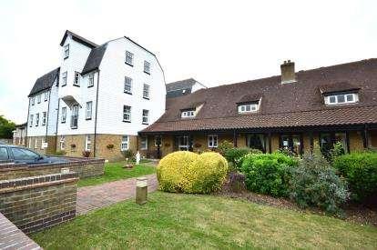 1 Bedroom Flat for sale in The Garners, Rochford, Essex