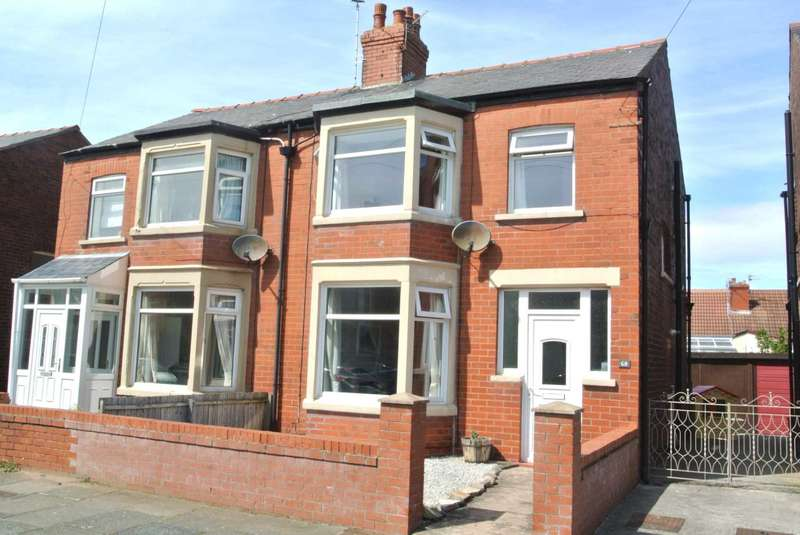 3 Bedrooms Semi Detached House for sale in Kingston Avenue, Blackpool, FY4 2QA