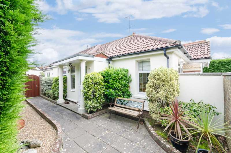 3 Bedrooms Detached Bungalow for sale in Sea Place, Goring-By-Sea