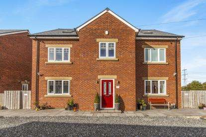5 Bedrooms Detached House for sale in Rosebay Court, Old Cornforth, Durham, DL17