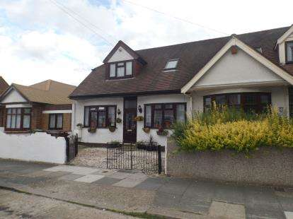 4 Bedrooms Bungalow for sale in Romford, London, United Kingdom
