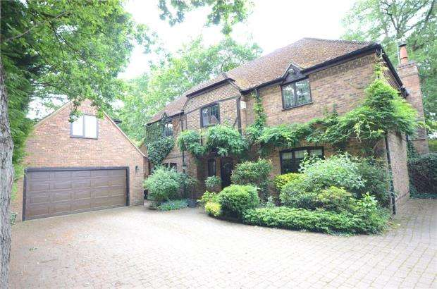 4 Bedrooms Detached House for sale in Roundabout Lane, Winnersh, Wokingham