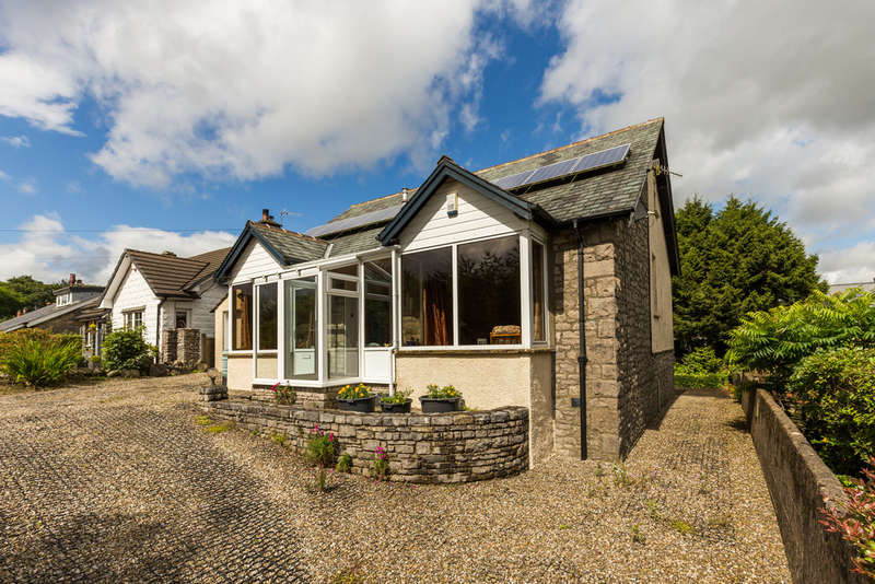 2 Bedrooms Detached Bungalow for sale in 40 Oxenholme Road, Kendal, Cumbria, LA9 7HH