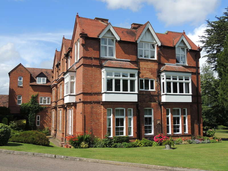 2 Bedrooms Flat for sale in Glasshouse Lane, Hockley Heath, Solihull