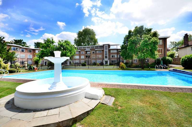 2 Bedrooms Flat for sale in Bridge Road, Hampton Court, KT8