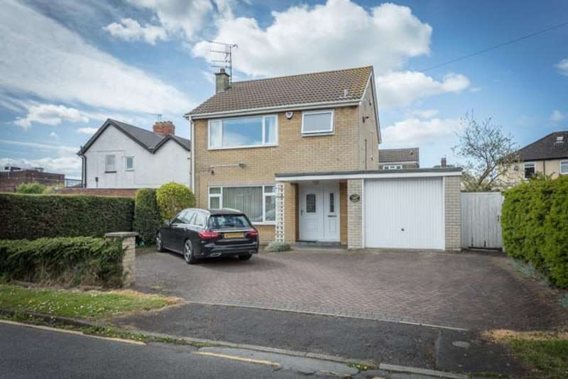 3 Bedrooms Detached House for sale in Collum Gardens, Scunthorpe, Lincolnshire, DN16