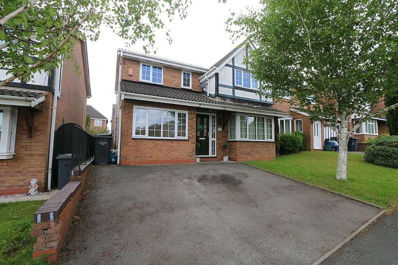 4 Bedrooms Detached House for sale in Calrofold Drive, Newcastle, Staffordshire, ST5 7SZ