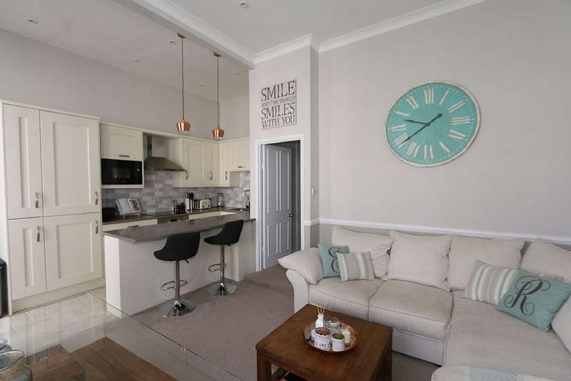 2 Bedrooms Apartment Flat for sale in 13, Perham Road, London, London, W14 9SR