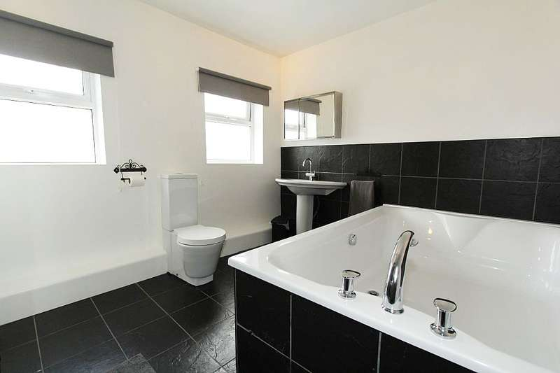 4 Bedrooms Semi Detached House for sale in Rooks Nest Road, Wakefield, West Yorkshire, WF1 3DZ