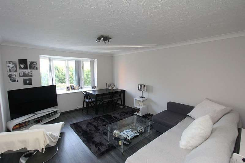 2 Bedrooms Flat for sale in Rossetti Road, London, London, SE16