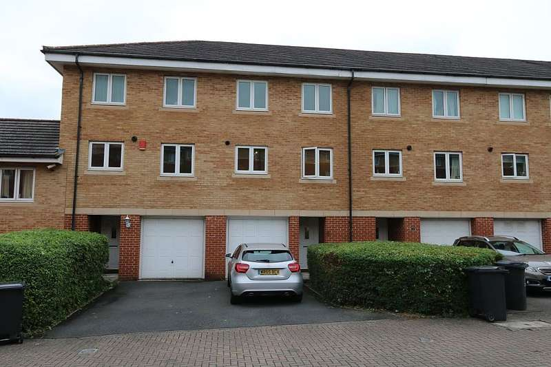 3 Bedrooms Town House for sale in Saltash Road, Swindon, Wiltshire, SN2 2EB