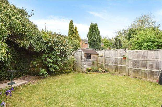 3 Bedrooms Semi Detached House for sale in Willows Road, Bourne End, Buckinghamshire