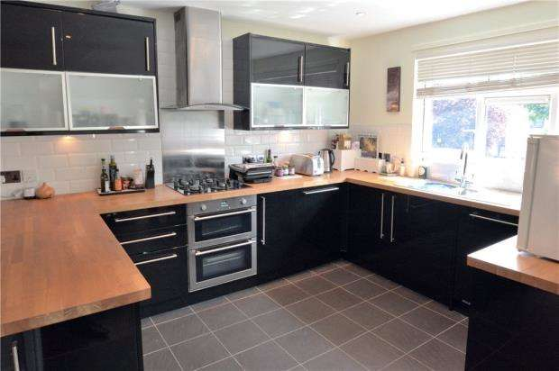 1 Bedroom Maisonette Flat for sale in Chestwood Grove, Hillingdon