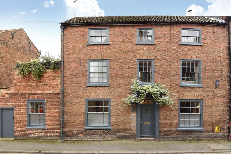 2 Bedrooms Town House for sale in Banks Street, Horncastle, Lincs, LN9