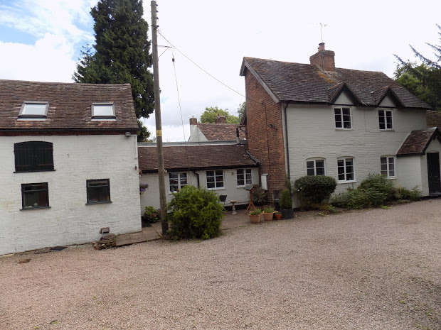4 Bedrooms Cottage House for sale in The Village, Kidderminster, DY11