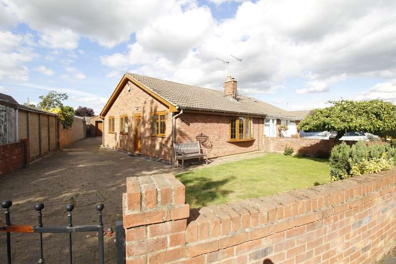 2 Bedrooms Bungalow for sale in Eastfield Road, Doncaster, South Yorkshire, DN3