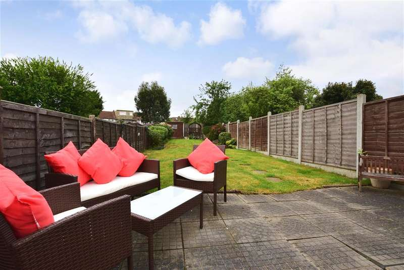 3 Bedrooms Terraced House for sale in Roding Road, Loughton, Essex