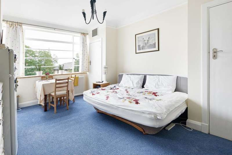 Apartment Flat for sale in Du Cane Court, Balham High Road, SW17