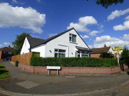 5 Bedrooms Bungalow for sale in Humberstone Lane, Thurmaston, Leicester, Leicestershire