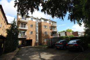 2 Bedrooms Flat for sale in Sandringham Court, 37 The Avenue, Beckenham