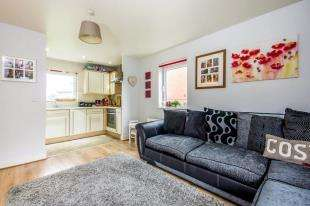 2 Bedrooms Flat for sale in Burlescombe House, 29 Burrage Road, Redhill, Surrey