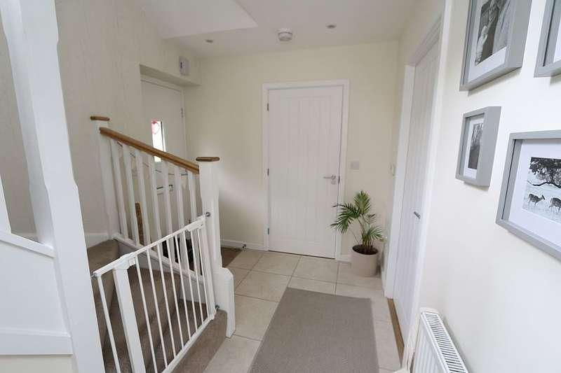 3 Bedrooms End Of Terrace House for sale in Heydon Way, Broadbridge Heath, Horsham, West Sussex, RH12