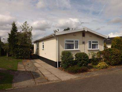 2 Bedrooms Mobile Home for sale in Willow Crescent, Moss Lane, Moore, Warrington