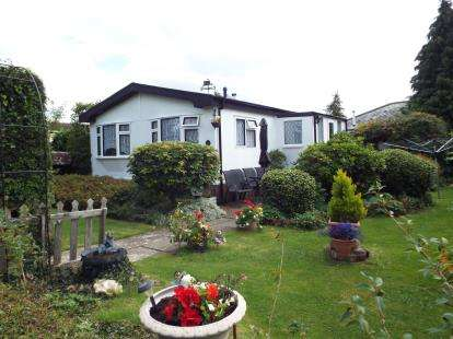 2 Bedrooms Mobile Home for sale in Dando Road, Denmead, Waterlooville
