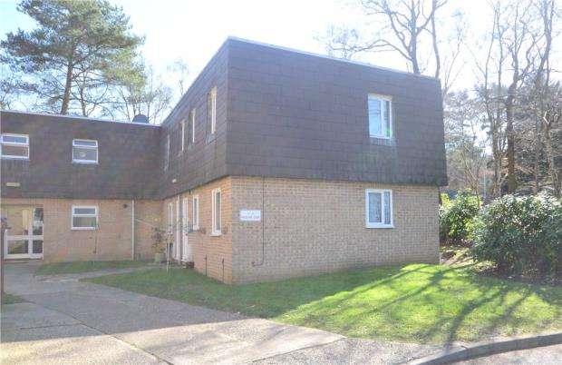 2 Bedrooms Maisonette Flat for sale in Woodlands Court, Claremont Wood, Sandhurst