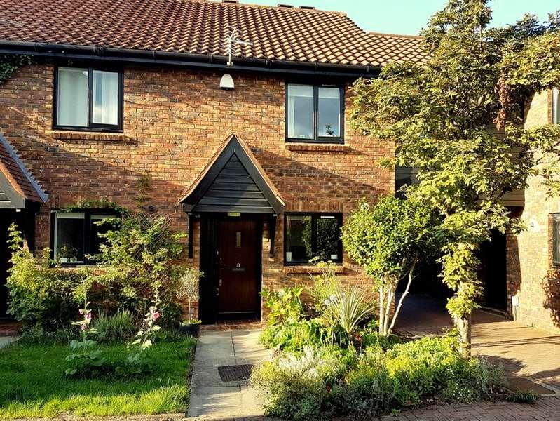 2 Bedrooms Terraced House for sale in Evesham walk, London, London, SE5