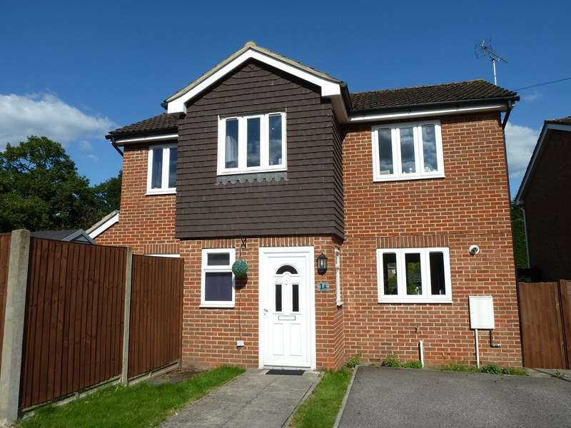 3 Bedrooms Property for sale in Alma Road, Bordon, Hampshire, GU35 0DH