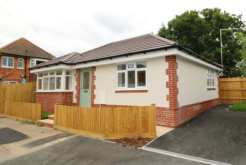 2 Bedrooms Detached Bungalow for rent in Kinson, Bournemouth