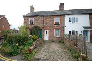 2 Bedrooms Terraced House for sale in Gordon Road, Buxted, Uckfield, East Sussex
