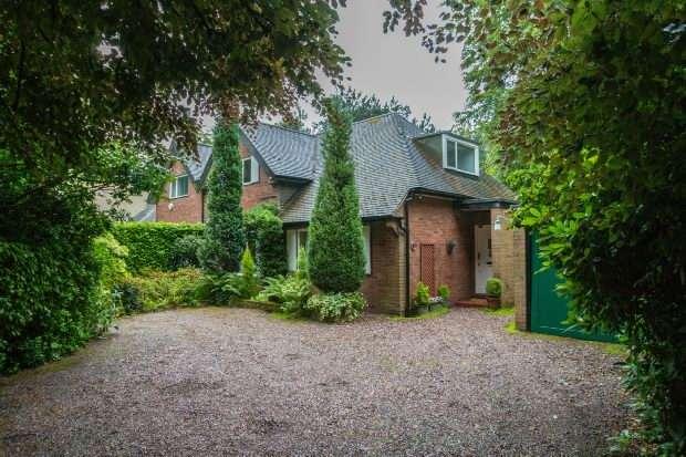 3 Bedrooms Semi Detached Bungalow for sale in Woodville Road, Bowdon