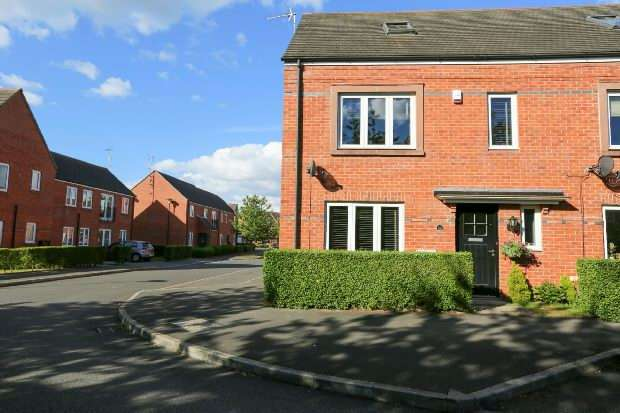 4 Bedrooms End Of Terrace House for sale in Parkgate Road, West Timperley, Altrincham