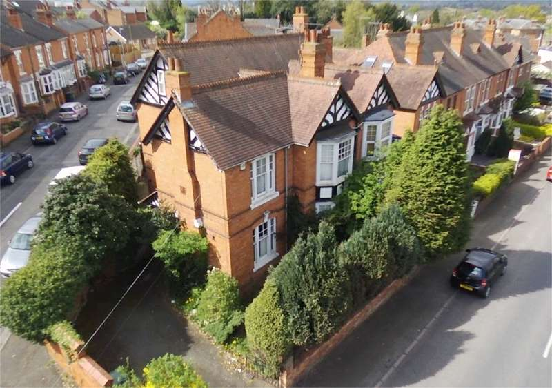 4 Bedrooms Semi Detached House for sale in Lansdowne Road, Worcester, WR3
